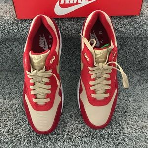 Nike AIR MAX 1 Red Curry Pack.